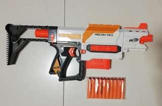 USED Nerf Recon MKII White with removable stock barrel grip 6-dart Clip and 10 Darts Hasbro TRU