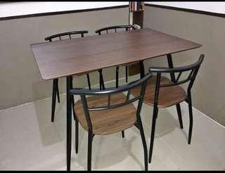 Dining Set 4 seater Second Hand