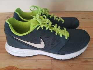Nike (original) running/shoes