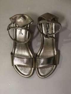 Korean gold shoes
