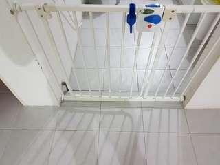🚚 Baby Safety Gate with extension