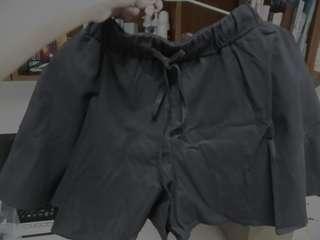 超好搭寬鬆綁帶短褲(全新)