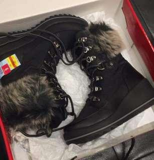"""🚚 New. Size 6 Guess winter boots 2.5"""" wedge"""