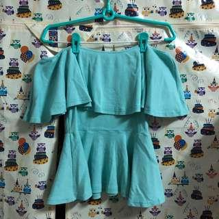 🚚 Tiffany綠一字領荷葉邊上衣