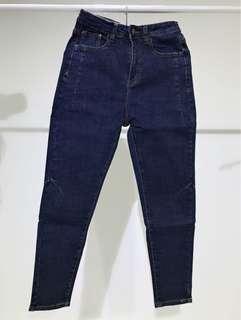 小尺寸牛仔窄管褲