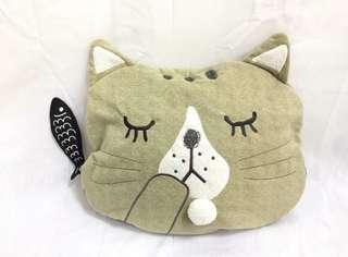 毛茸茸大貓頭拉鍊包 可當靠枕 可塞小棉被 收納衣服小物