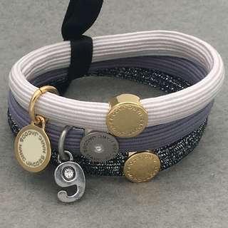 Marc Jacobs Sample Hair Band Bracelets 白色配金色吊嘴閃石橡筋組合可以作為手鏈 HA204