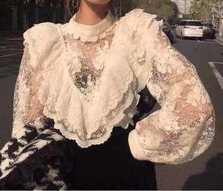 🚚 韓國性感蕾絲波浪荷葉上衣
