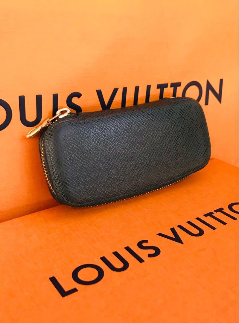 😍 Authentic Vintage Louis Vuitton Taiga Epicea Leather Pochette 4 Ring Key Case  In Excellent used Condition ❤️ Zipper works perfect