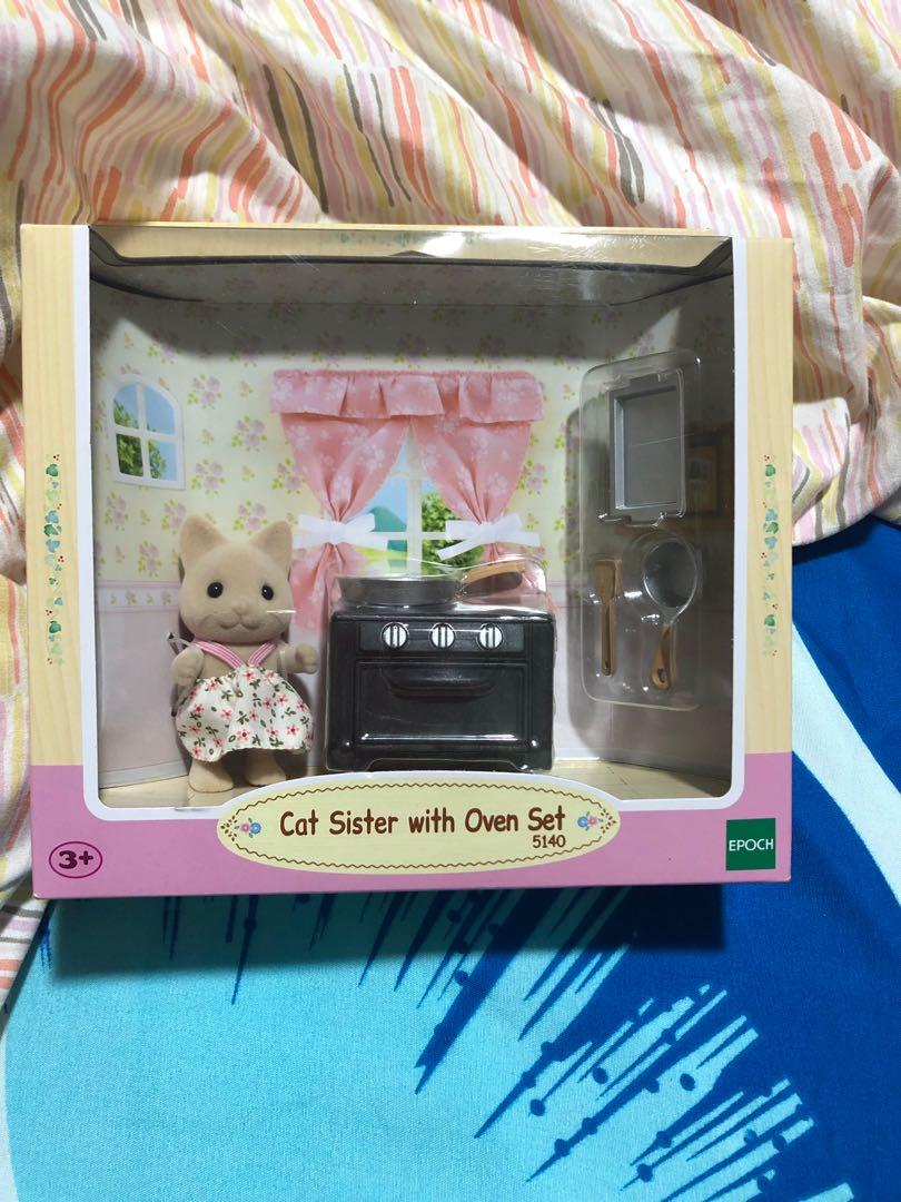 BNIB Sylvanian families - cat Sister with oven set