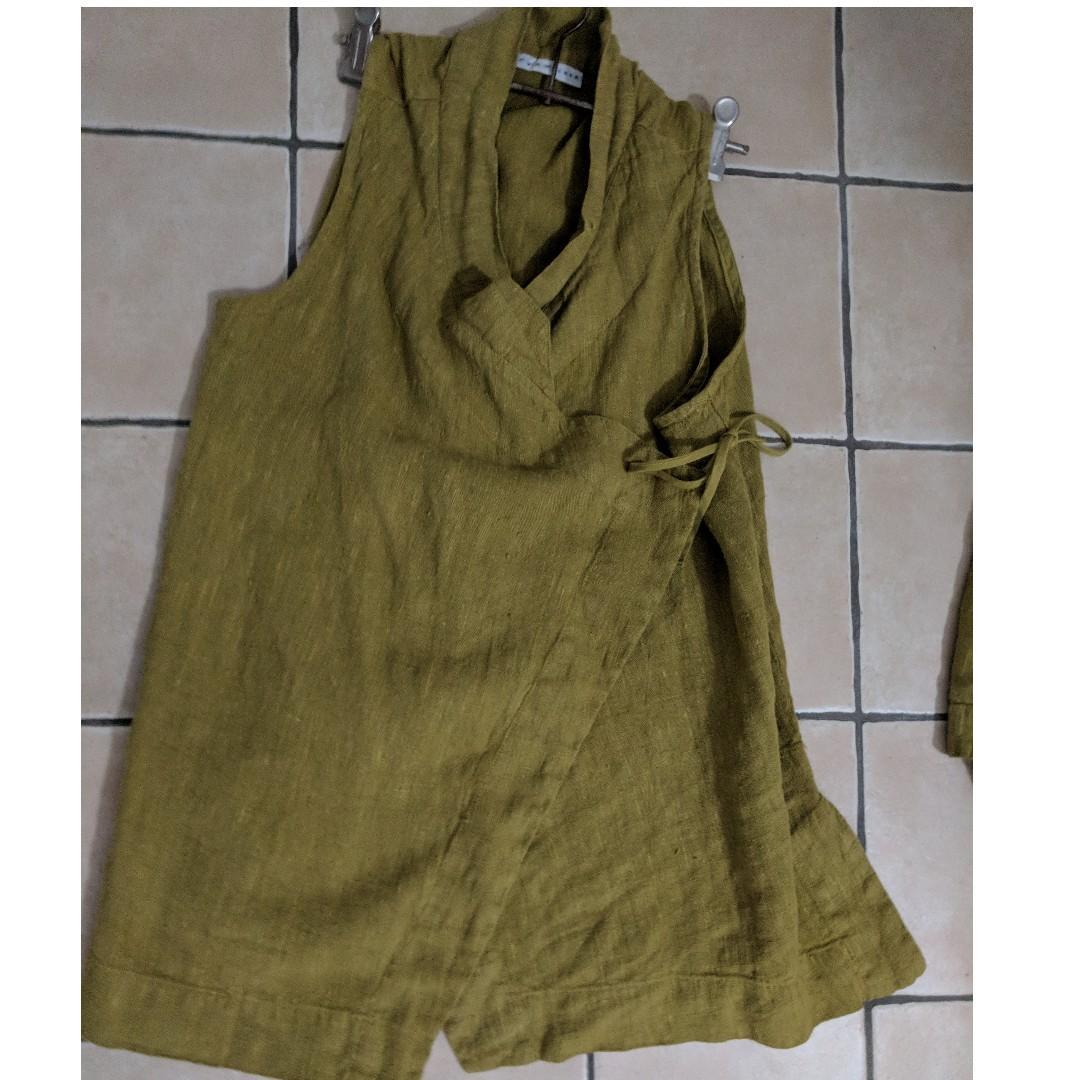 Bryn Walker - 100% linen green wrap tunic top - Size S
