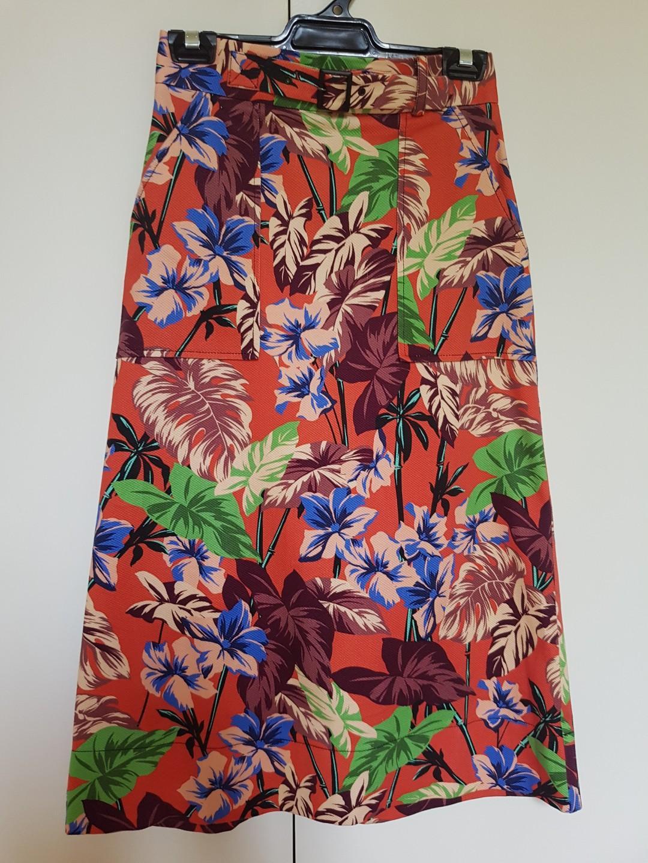 Cue Hibiscus Palm Midi Skirt