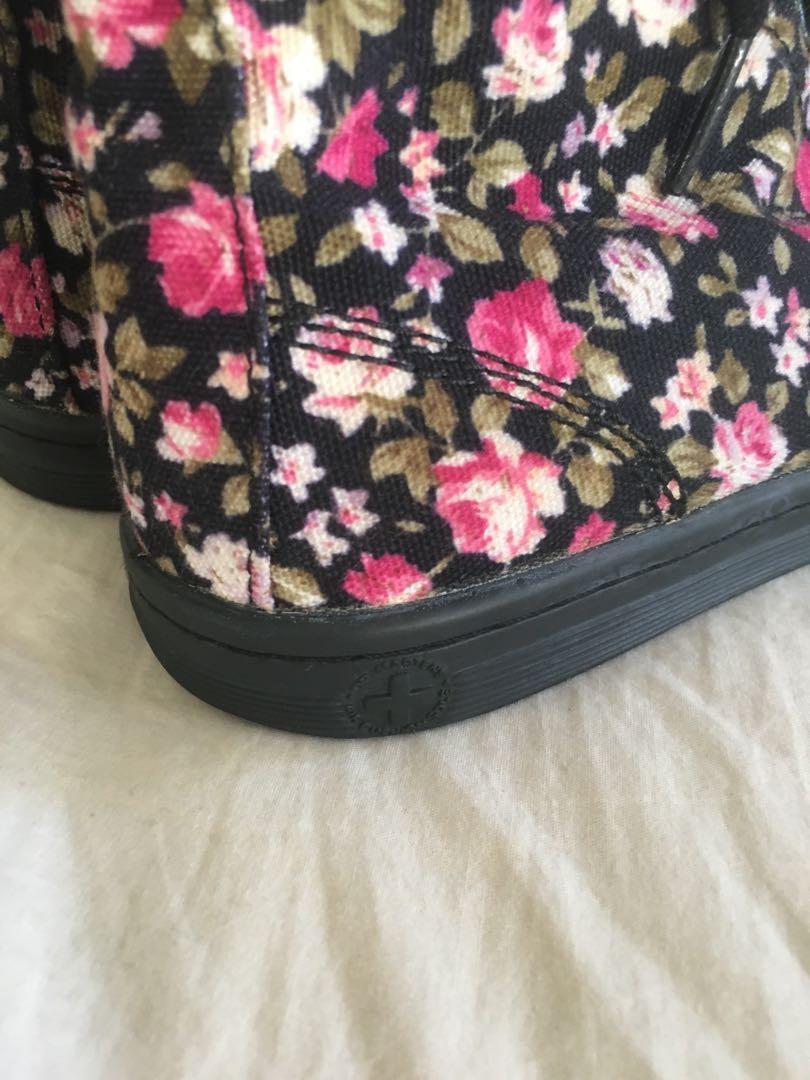 🌹Doc Martens - canvas floral size 8