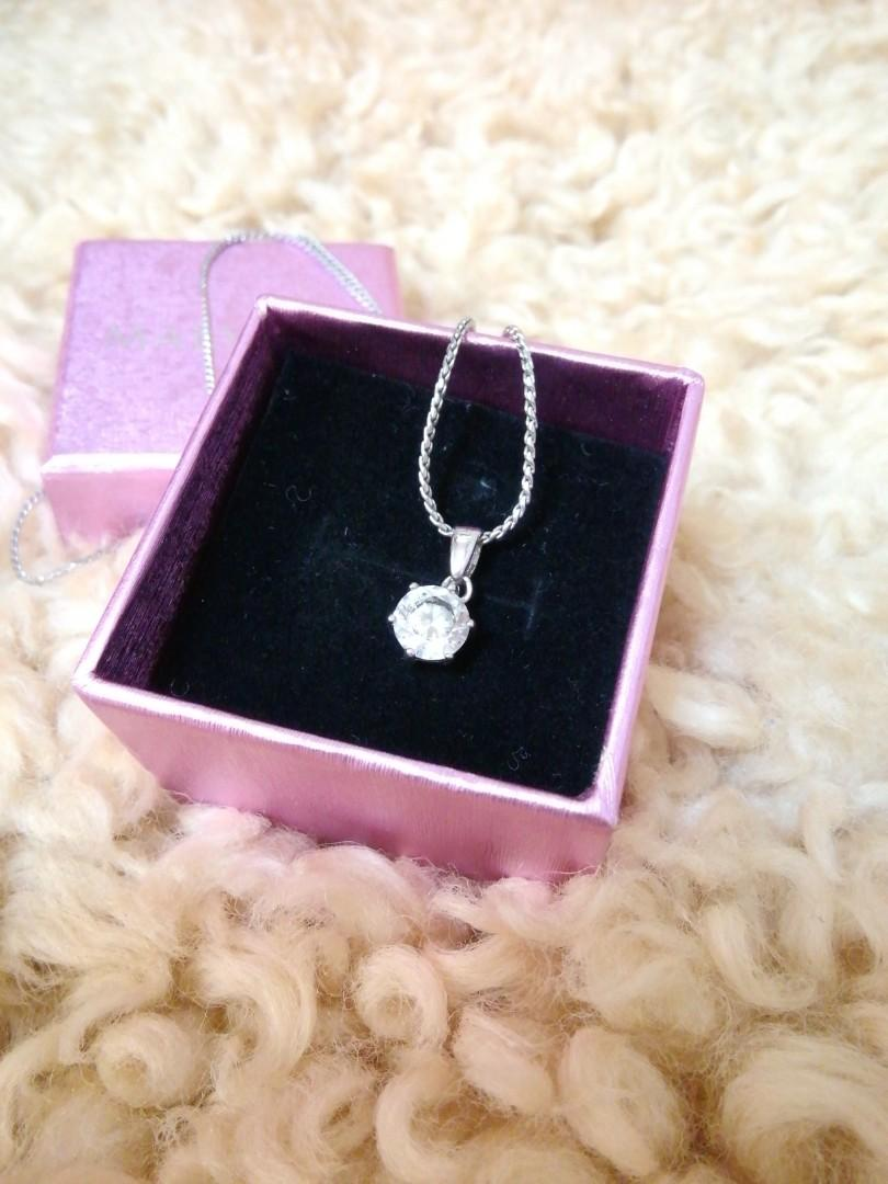 Mary Kay Crystal Neck lance with box