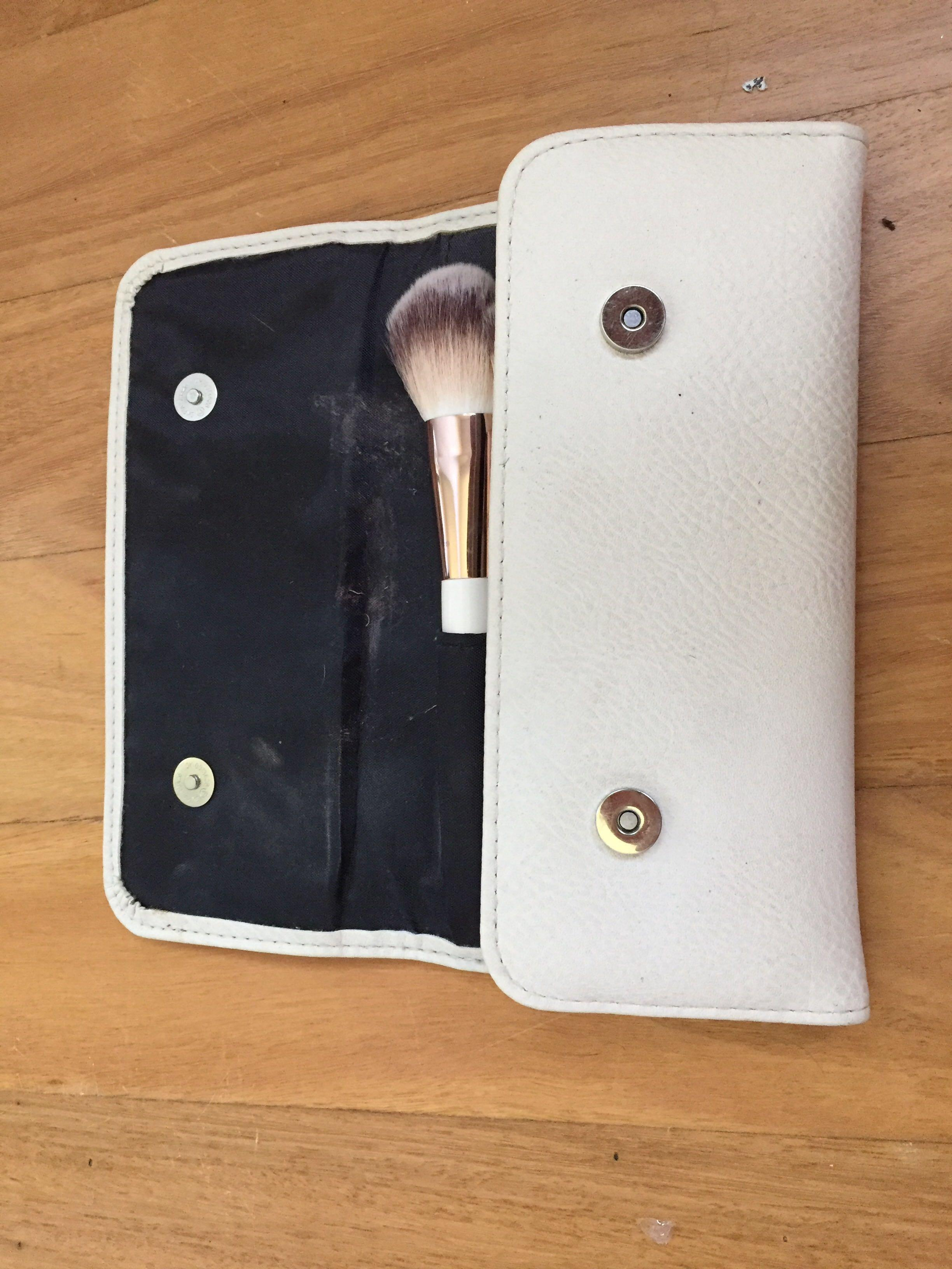Nude by Nature Full Brush Set (Comes with Brush Purse)