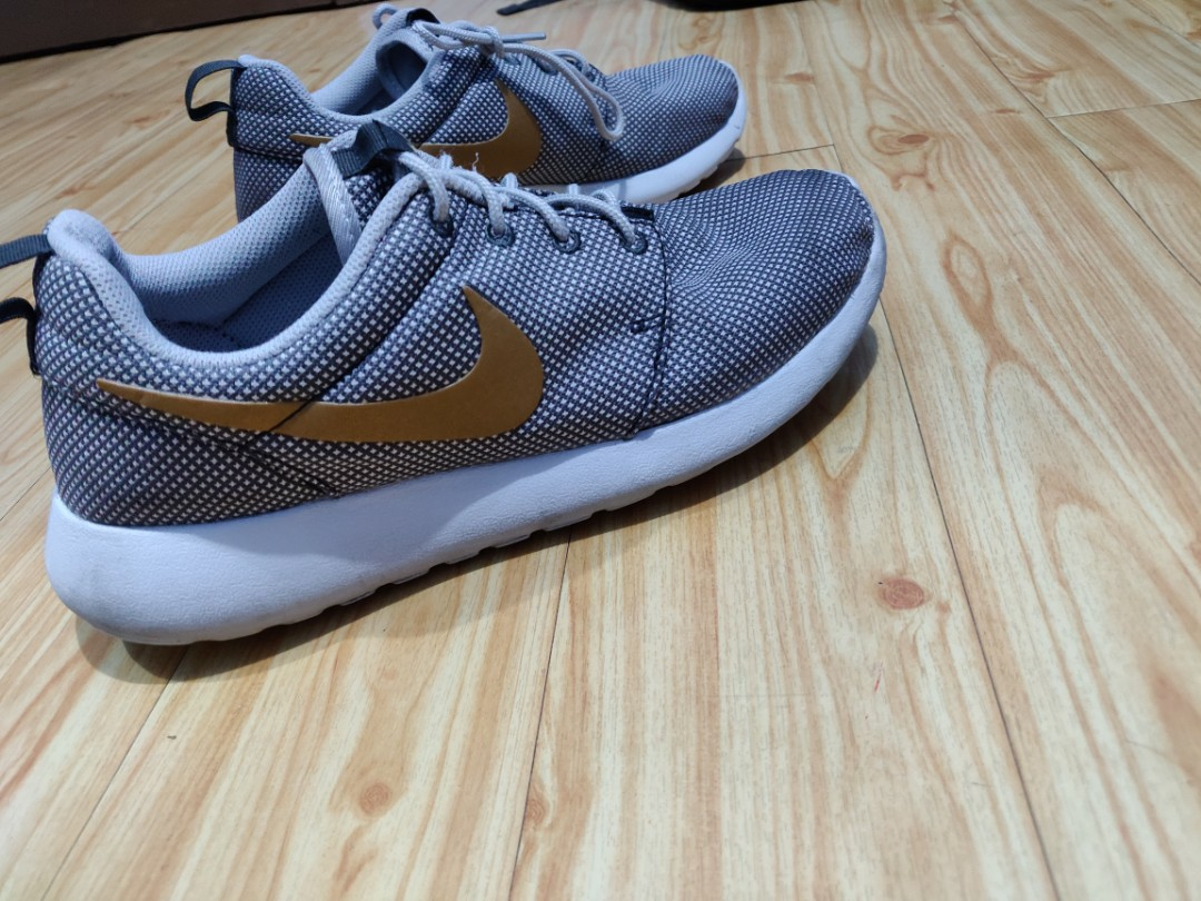 663f68c21 Original Nike Roshe Run Size 8