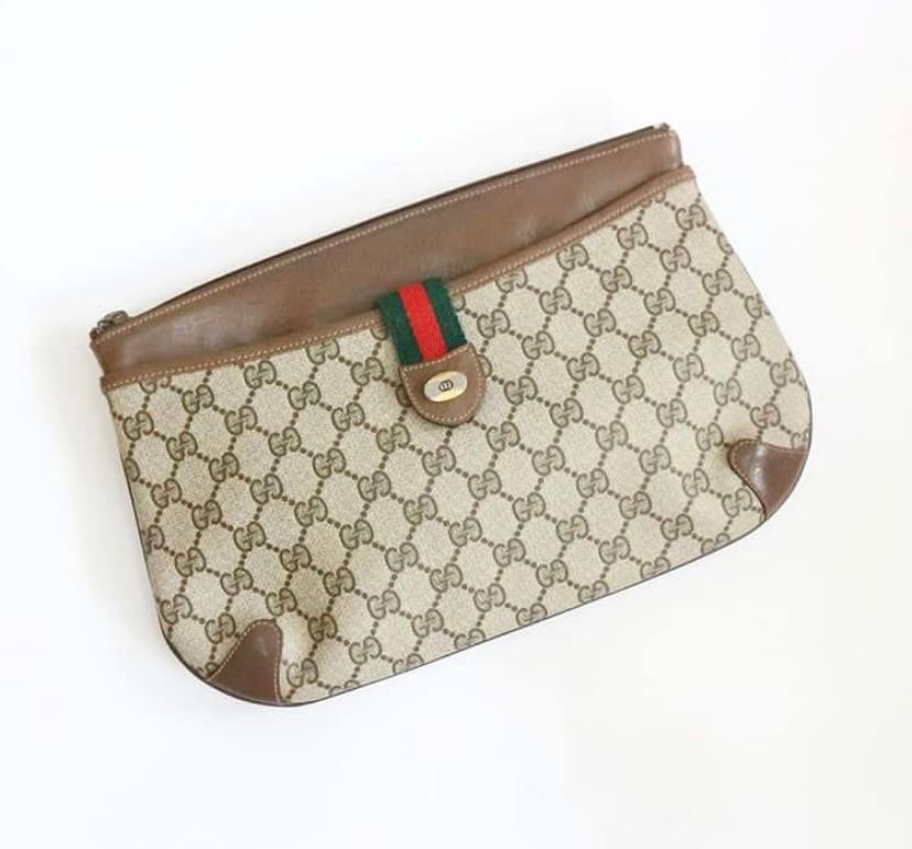 2fb29ce0114 Second Gucci Vintage Monogram Clutch