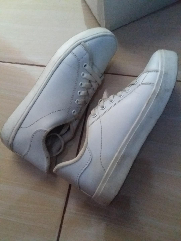 sepatu kets white