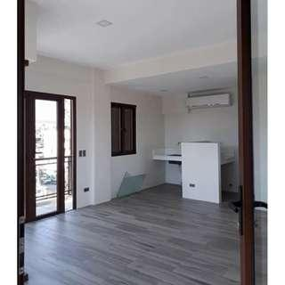 townhouse w 2 parking in Mandaluyong City