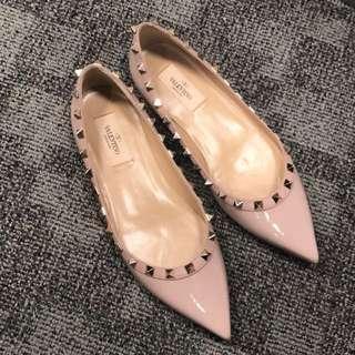 Valentino卯釘漆皮裸粉色平底鞋