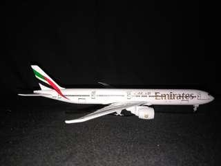Airplane model EMIRATES BOEING 777-300ER 1:400 WITH LANDING GEAR