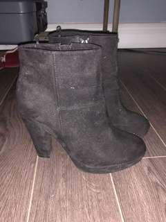 Like new H&M booties size 36
