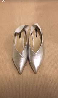 Zara Silver kitten heels SZ 8