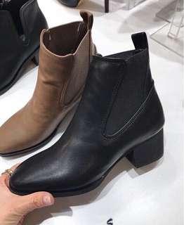 Amissa低跟短靴24號