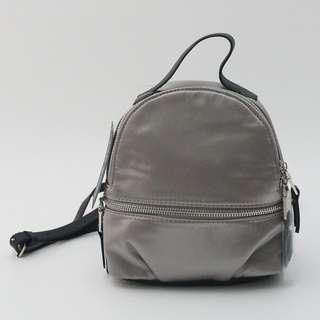 STEVE MADDEN MINI SATIN BP GREY 19X20X9 CM