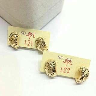 18k pawnable gold earrings