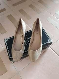 🚚 Pazzion Gold Heels