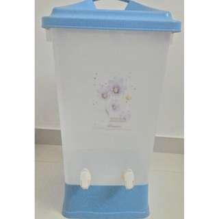 Water dispenser (Large Capacity, more than 10 liters)