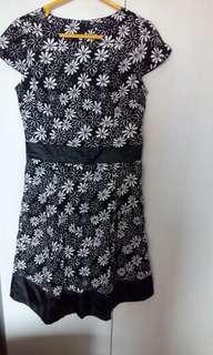 Bunga putih hitam