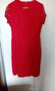 Dres merah renda