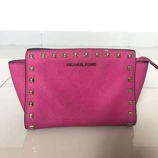 Preloved Tas Slempang Michael Kors Stud Original Pink Small