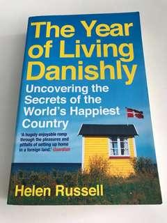 🚚 Book - The Year of Living Danishly - Helen Russell