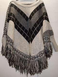 民族風針織下襬流蘇斗篷罩衫