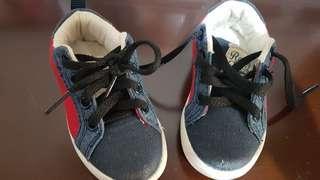 sepatu zippy