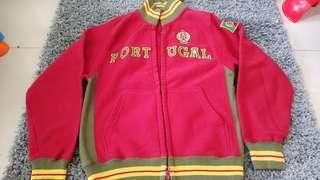 Jaket laki tulisan Portugal