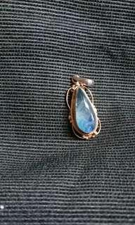 Moonstone pendant with silver月亮石嵌銀吊墜