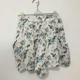 #maudompet Uniqlo floral skirt/ short (celana pendek)