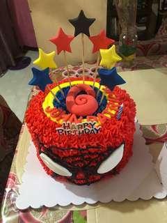 Spider-Man cake w/free 12 cupcakes