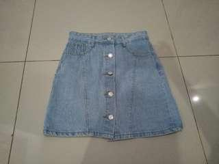 Button jeans skirt