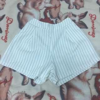 🚚 黑條紋白底短褲