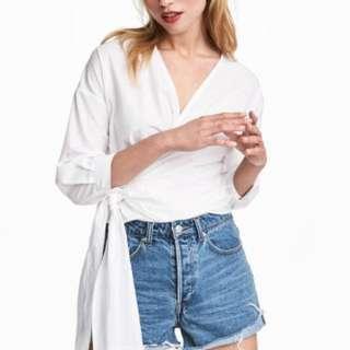 🚚 H&M white wrap top