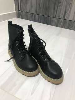 🚚 BNIB‼️Dr Martens Black Leather Boots Brand New In Box (Inspired)