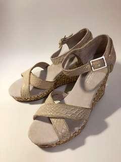 🚚 Toms 米色楔型涼鞋37.5(全新)