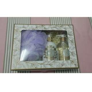 EVEROSE 蘿蕾萊沐浴保養禮盒(沐浴精、乳液)