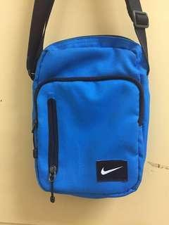 Nike藍色小包