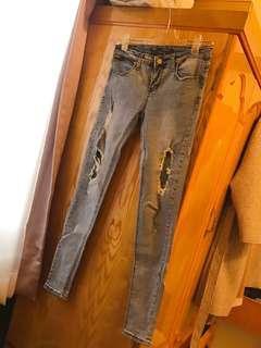 🚚 淺藍合身顯瘦牛仔褲破褲長褲時尚百搭款